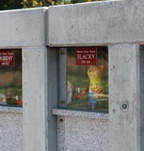 Tierfriedhof-Wien_Urnenwand